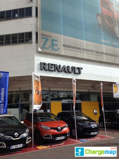 renault retail group rive gauche charging station in paris. Black Bedroom Furniture Sets. Home Design Ideas