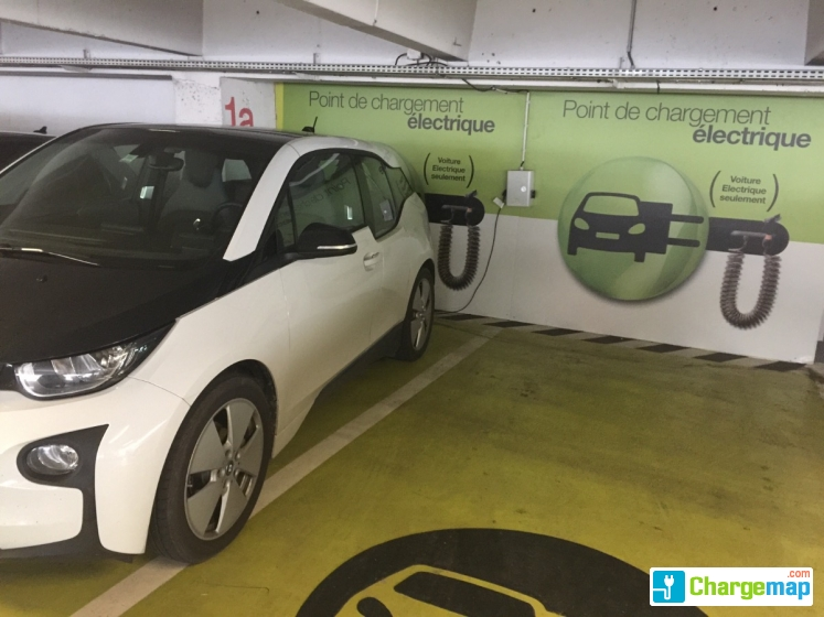 parking r porte de versailles charging station in paris. Black Bedroom Furniture Sets. Home Design Ideas