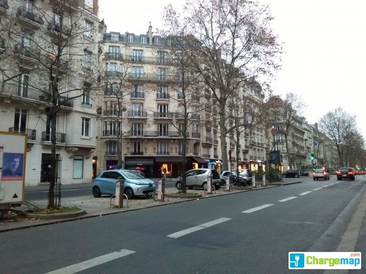 autolib 39 9 boulevard raspail paris charging station in paris. Black Bedroom Furniture Sets. Home Design Ideas