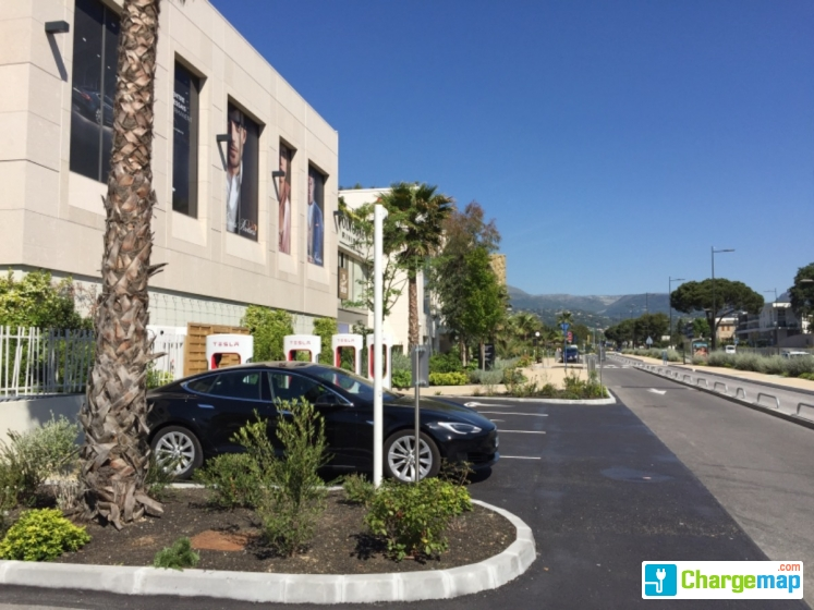 Tesla superchargeurs polygone riviera quick charging station in cagnes sur mer - Polygone riviera cagnes sur mer ...