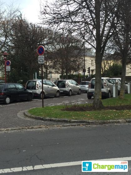 Autolib  - 2 bis Place du 8 mai 1945 Rueil-Malmaison   charging ... 898f120bf1c9