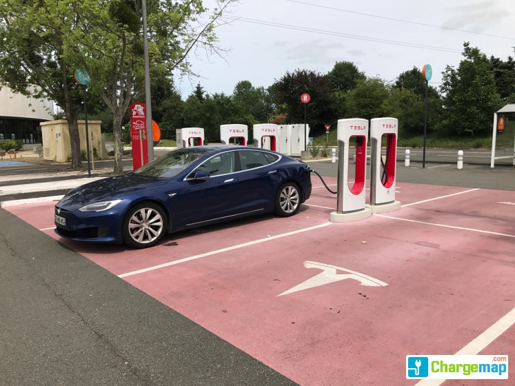 tesla supercharger le mans borne de charge rapide la chapelle saint aubin. Black Bedroom Furniture Sets. Home Design Ideas