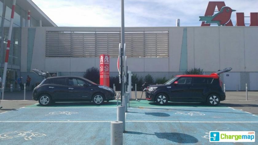 Auchan porte sud poitiers snellaadstation in poitiers for Garage citroen poitiers sud