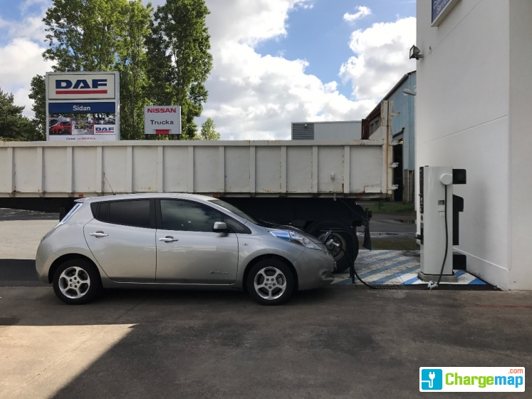 garage nissan et daf quick charging station in nantes. Black Bedroom Furniture Sets. Home Design Ideas