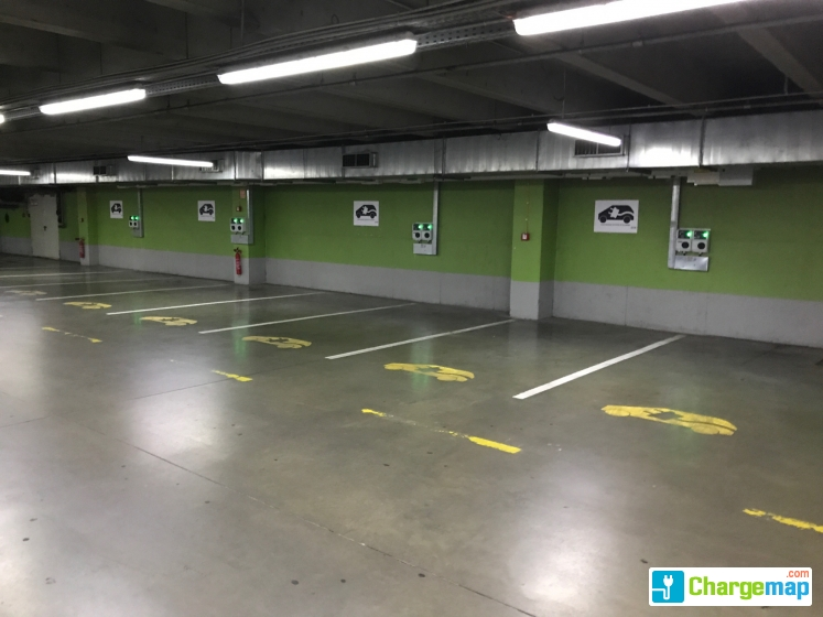 Ikea budapest borne de charge budapest for Assurance voiture garage parking