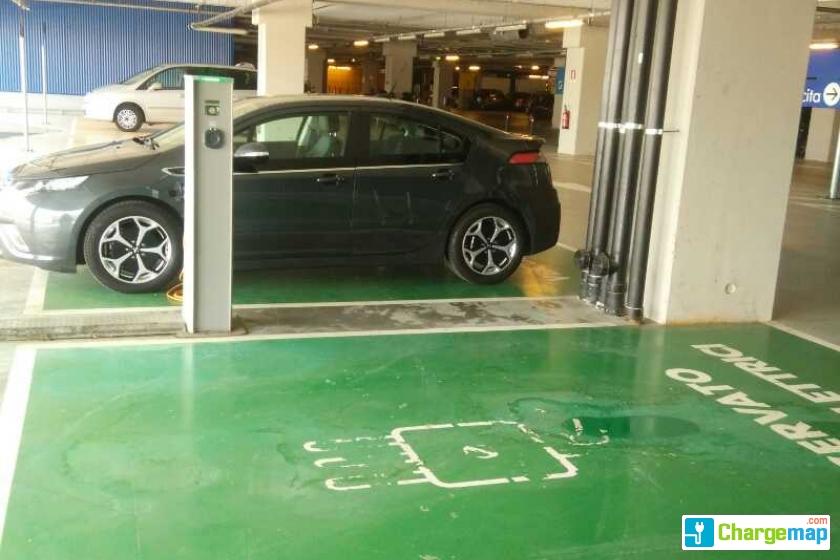 Ikea San Giuliano In The Garage Borne De Charge à Milano