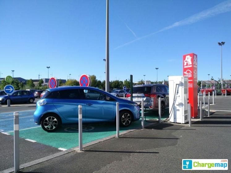 Auchan porte sud poitiers borne de charge rapide for Auchan poitiers porte sud