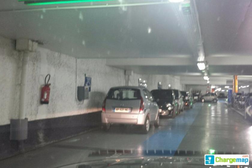 parking vinci saint michel charging station in paris. Black Bedroom Furniture Sets. Home Design Ideas