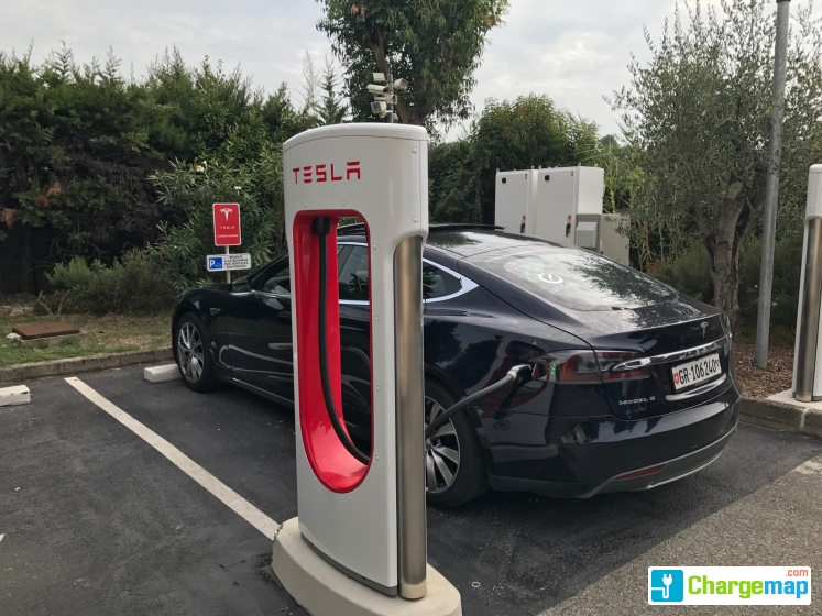 tesla supercharger hotel de mougins borne de charge rapide mougins. Black Bedroom Furniture Sets. Home Design Ideas