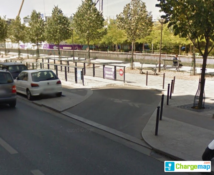 autolib 39 parking souterrain cardinet charging station in paris. Black Bedroom Furniture Sets. Home Design Ideas