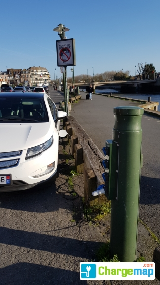 Quai face office tourisme borne de charge trouville - Office de tourisme trouville sur mer ...