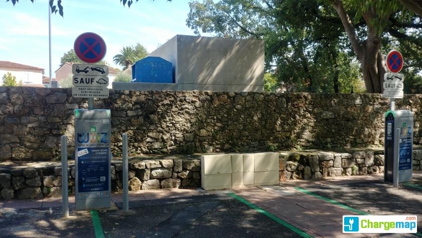 Wiiiz all e du parc mouans sartoux borne de charge for Garage du park mouans sartoux