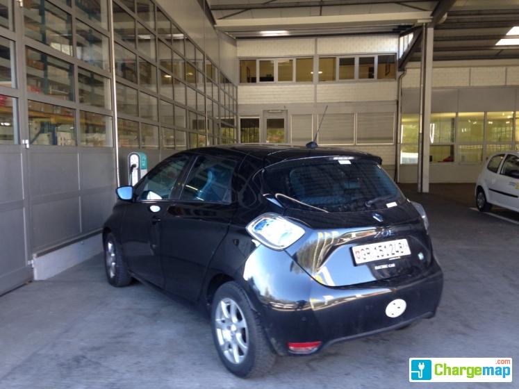 garage renault charging station in bioggio. Black Bedroom Furniture Sets. Home Design Ideas