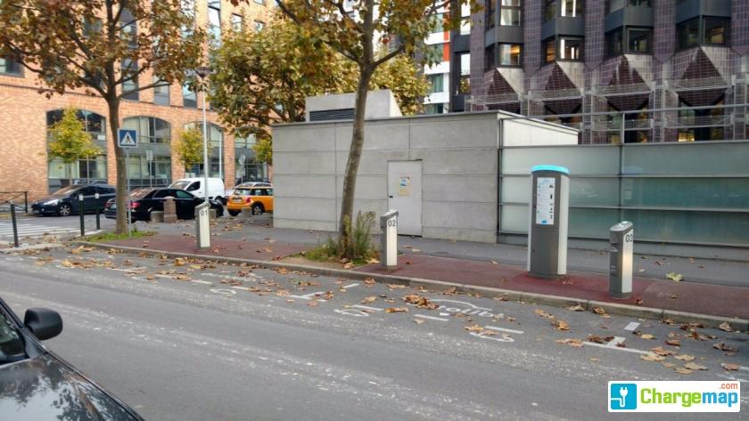 Autolib 39 123 rue salvador allende nanterre charging for Rue salvador allende poitiers