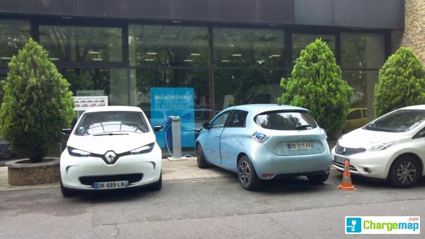 Renault brie des nations borne de charge noisiel for Garage citroen mendes france niort