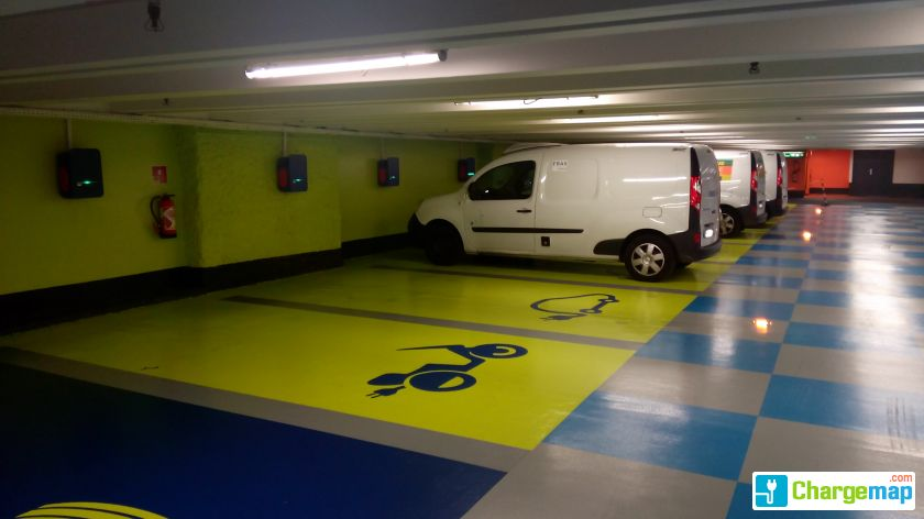 parking indigo place du capitole toulouse borne de charge toulouse. Black Bedroom Furniture Sets. Home Design Ideas
