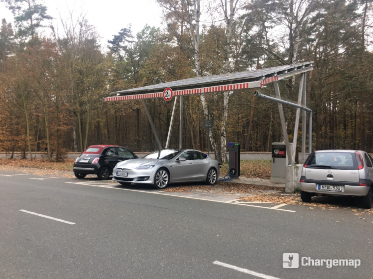 solarcarport am tiergarten ladestation in n rnberg. Black Bedroom Furniture Sets. Home Design Ideas