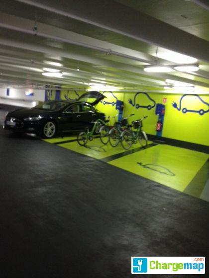 parking vinci borne de charge paris. Black Bedroom Furniture Sets. Home Design Ideas