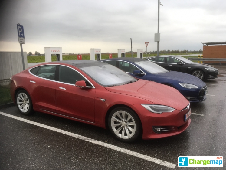 tesla supercharger m hldorf borne de charge rapide erharting. Black Bedroom Furniture Sets. Home Design Ideas
