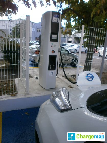 nissan lyon rue du souvenir quick charging station in lyon. Black Bedroom Furniture Sets. Home Design Ideas