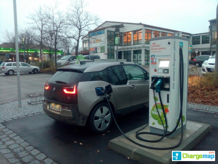 Schneller Strom Tanken Ladestation Vr Bank Feuchtwangen