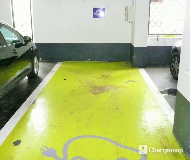 parking vinci hoche borne de charge grenoble. Black Bedroom Furniture Sets. Home Design Ideas