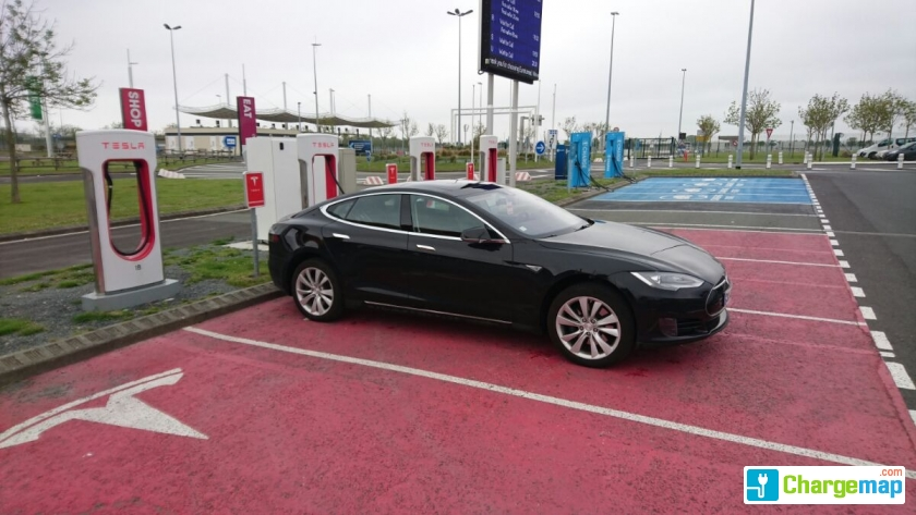 tesla supercharger calais eurotunnel terminal supercharger quick charging station in coquelles. Black Bedroom Furniture Sets. Home Design Ideas