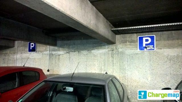 parking souterrain place de verdun borne de charge la rochelle. Black Bedroom Furniture Sets. Home Design Ideas