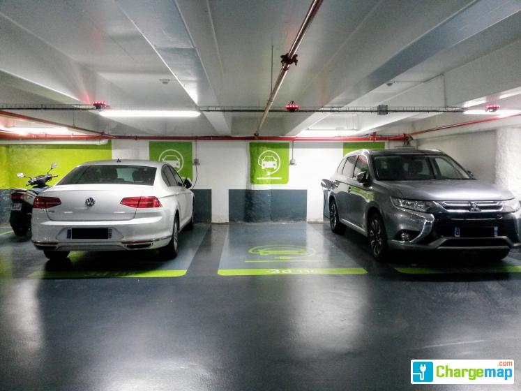 parking effia gare du nord borne de charge paris 10e arrondissement. Black Bedroom Furniture Sets. Home Design Ideas