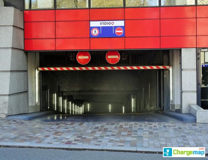 parking bercy lumi re borne de charge paris 12e arrondissement. Black Bedroom Furniture Sets. Home Design Ideas