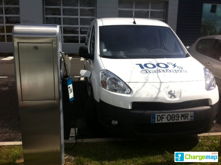 Peugeot nantes sud charging station in rez for Garage peugeot a nantes