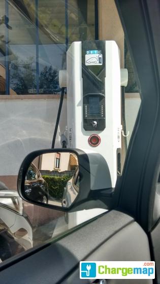 nissan garage stadio sa quick charging station in lugano. Black Bedroom Furniture Sets. Home Design Ideas