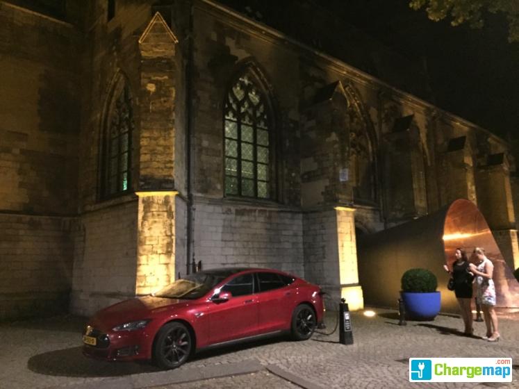 Kruisherenhotel Maastricht Tesla Oplaadstation In Maastricht
