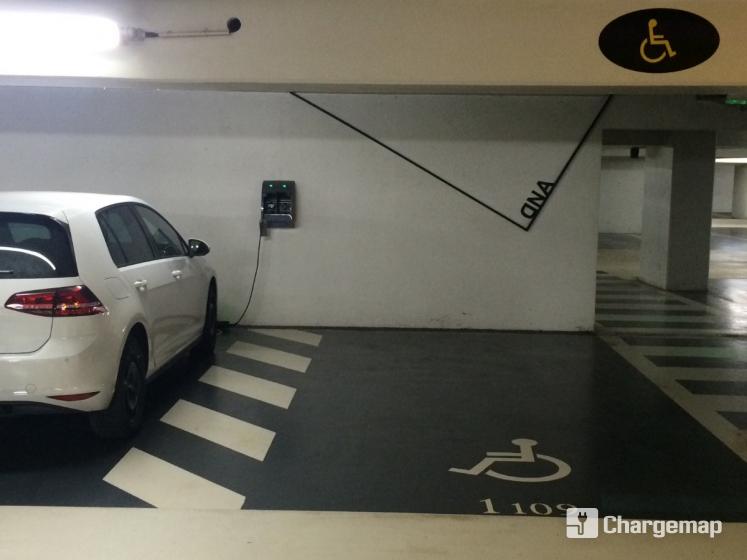 parking cit internationale p2 borne de charge lyon. Black Bedroom Furniture Sets. Home Design Ideas
