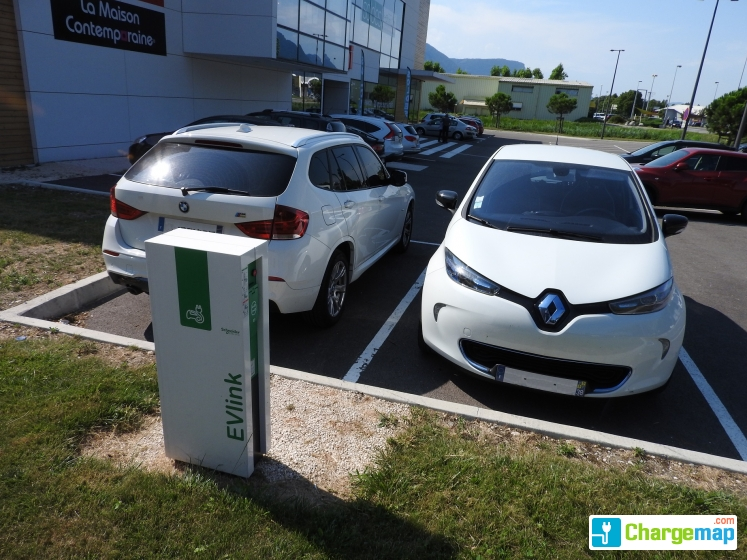 Meubles yvrai charging station in saint egr ve for Meuble yvrai