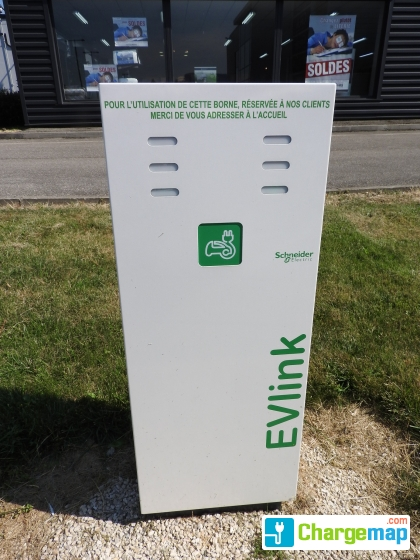 Meubles yvrai borne de charge saint egr ve for Meuble yvrai